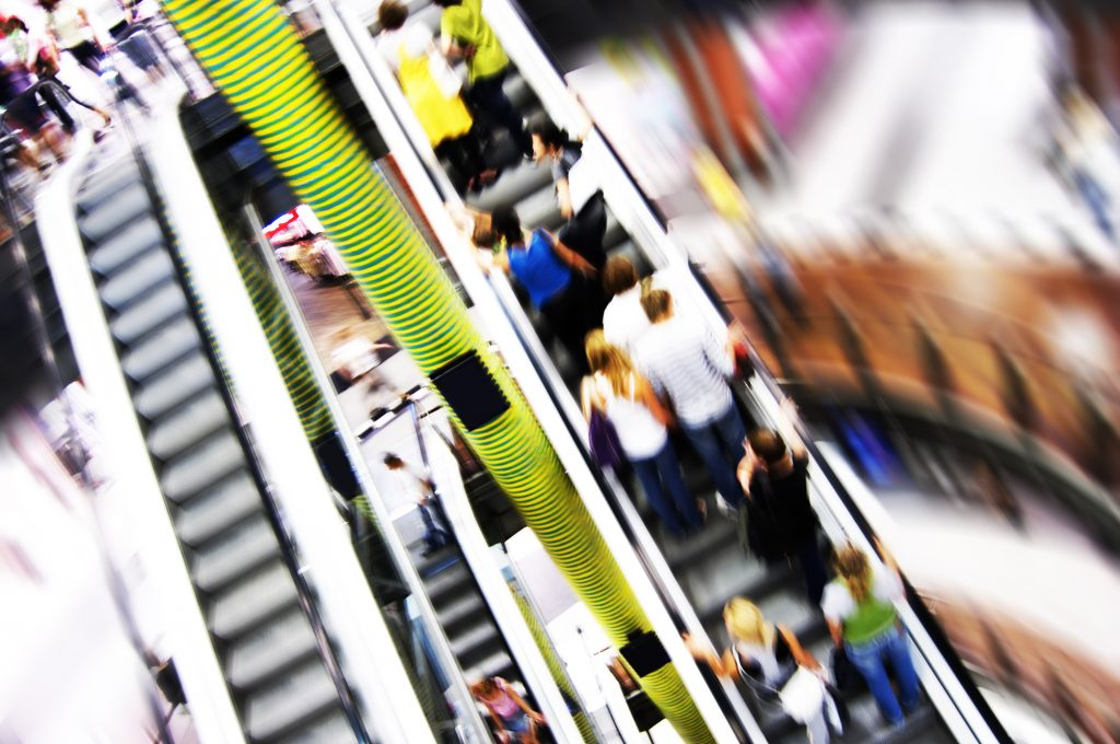 FOSTEC berät Händler zu den Herausforderungen im stationären Handel durch E-Commerce und die dadurch aufkommende Kanalverschiebung